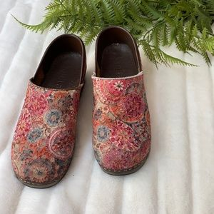 Sanita Pink Floral Embroidered Fabric Clogs